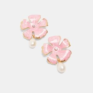NWT • Zara • Flower and Pearl Earrings